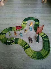 Autorennbahn mit 8 Dinosauriern und