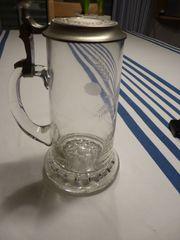 Bierkrug aus Glas mit Zinndeckel