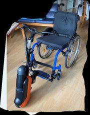 Rollstuhl mit E-Antrieb für eine