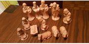 12 fein gearbeitete Krippenfiguren aus