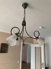 Antike Lampe mit drei Leuchten