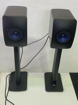 KEF LS50 Wireless Music System - Schwarz glänzend, blau, neuwertig mit KEF STANDS