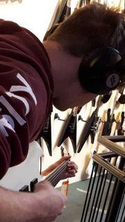 Biete Gitarrenunterricht für Anfänger an
