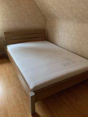 Bett mit Matratze 140x200cm