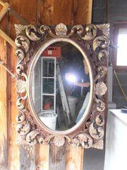 Spiegel mit altem breitem Holzrahmen