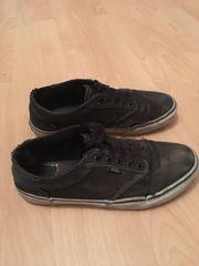 Getragene stinkende Sneaker