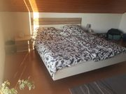 Schönes modernes Bett inkl Lattenroste