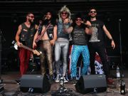All-Inn Frankfurter Glam Rock Band