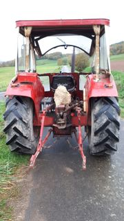 Traktor IHC 553