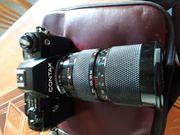 Kamera mit diversen Objektive