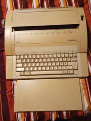 eine elektrische Schreibmaschine von Olympia