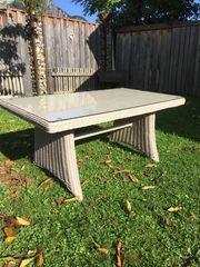 Neuer Poly Rattan Tisch