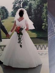 Hochzeitskleid Reifrock Schleier Korsett
