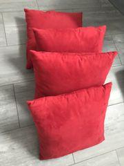 Rote Kissen