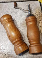 Salzstreuer und Pfeffermühle aus Holz