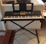 Keyboard YAMAHA YPT-220 mit Keyboardständer