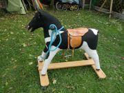 Kinder Pferd mit Sattel und