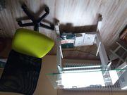 Kleiner Schreibtisch auf Rollen