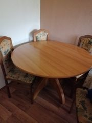 Gut erhaltenen runden Tisch mit