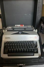alte Schreibmaschine Modell Olympia Monica