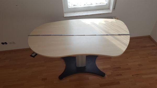 Höhenverstellbarer nierenförmiger Schreibtisch