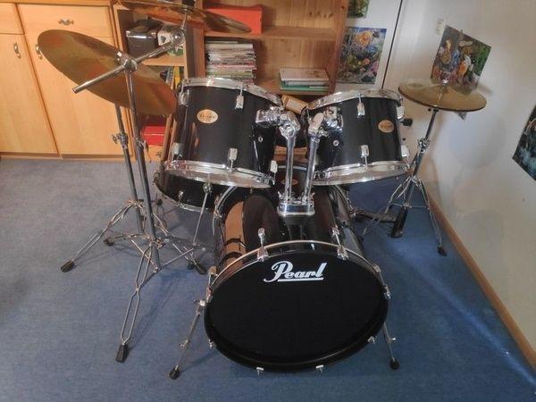 Pearl Schlagzeug-Set schwarz