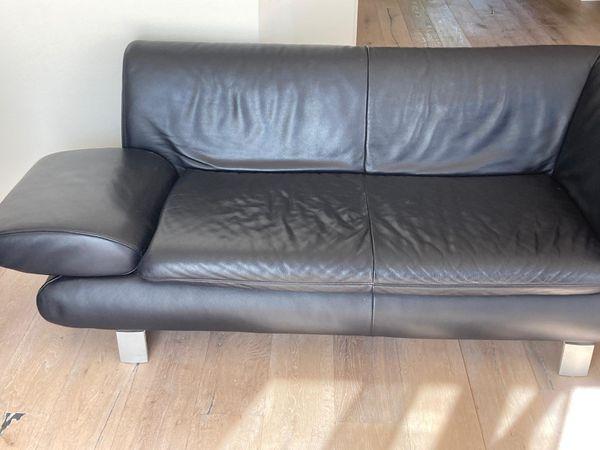 Modernes 2er Sofa in dunkelblau