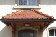 Vordach Holz und Ziegel