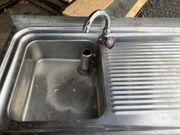 Chromstahlwaschbecken mit Unterschrank