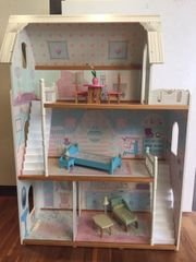 Puppenhaus mit Möbel