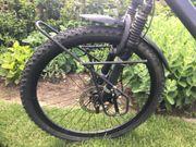 Ein älteres Mountainbike 26 Zoll