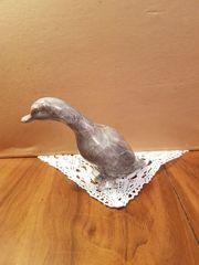 Ente aus Steinskulptur