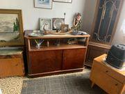 Schöner alter Wohnzimmerschrank
