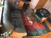 Couchgarnitur in dunkelgrün zu verkaufen