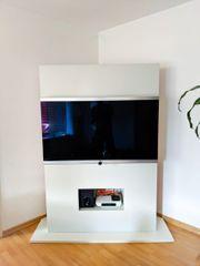 Löwe Fernseher mit maßgeschneiderten Fernsehschrank