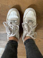 Nike Air Force Sneaker getragen