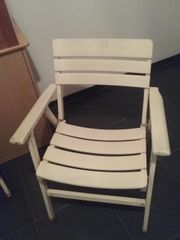 Weiße Gartenklappstühle aus Holz