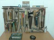 Werkzeug Hammer Schraubenzieher Zangen Sägen