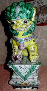 Prunkvoller chinesischer Porzellandrache grün