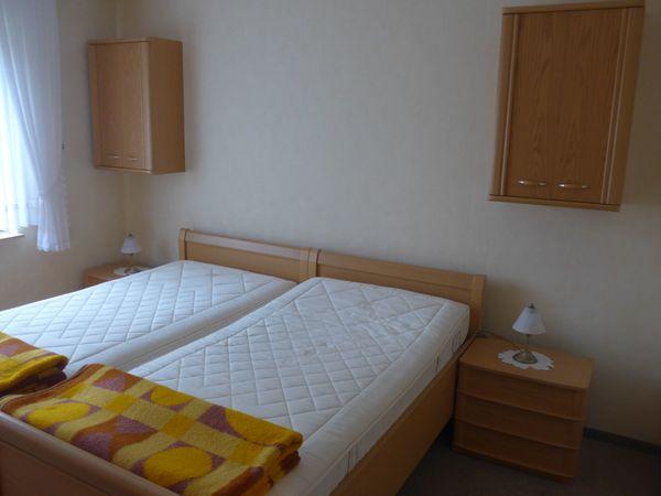 Doppelbett sehr stabil guten Matratzen