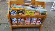 Zeitungsständer mit Zeitschriften