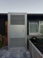 Tür aus Aluminium