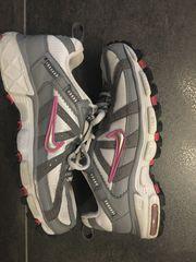 Nike Trekking Schuhe Gr 37