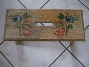 alter Hocker Holzschemel kleine Sitzgelegenheit