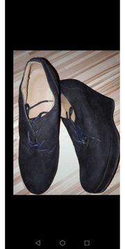 Schuhe Keilabsatz schwarz Gr 38