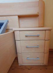 Doppelbett inkl Nachtschränkchen u 2