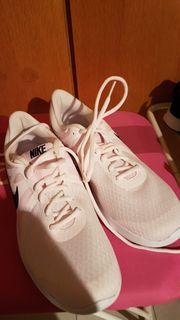 Orginal Nike Turnschuhe neu Größe