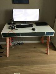 Schönes Schreibtisch-Oberteil mit 3 farbigen