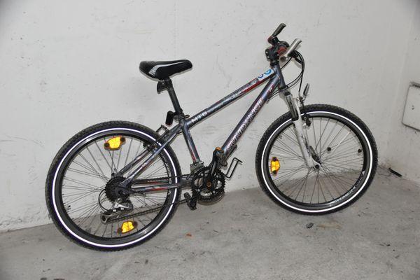 Kinder-Mountainbike 24 mit vielen Gebrauchsspuren