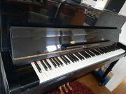 Klavier der Marke Linden in
